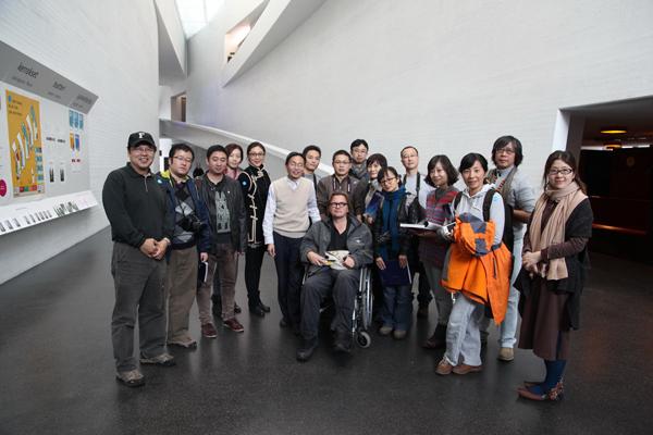 赫尔辛基现代艺术博物馆室内设计师与团员合影 副本.jpg