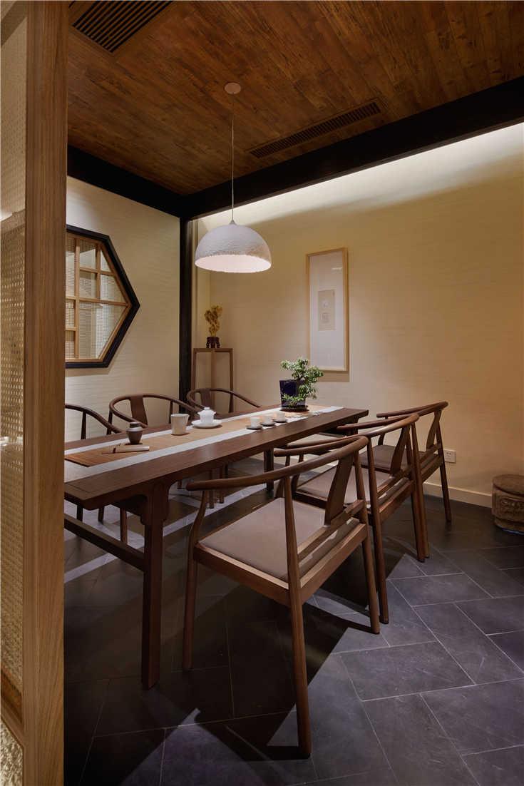俗的设计理念,将整个空间定义为古朴典雅,古风茶韵,汲取中国传统元素