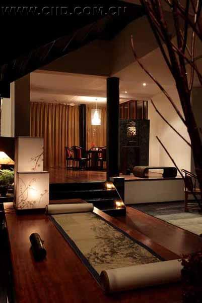 加上新添置崭新的仿中式家具,窗帘和灯光的配饰,人们似乎再也无法从